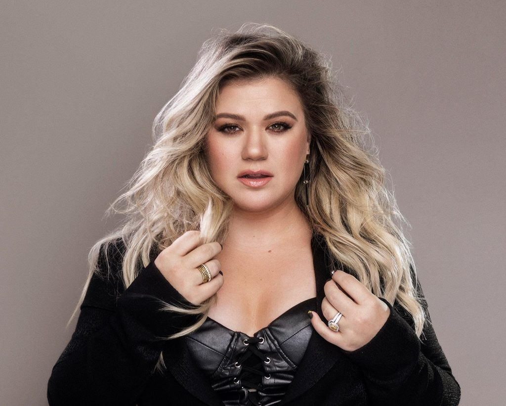 Kelly Clarkson Talks 'Grown-Ass' New Album in 'Entertainment Weekly'